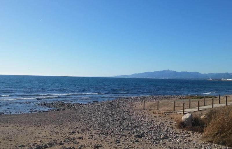 La playa Vilafortuny se encuentra en el municipio de Cambrils, perteneciente a la provincia de Tarragona y a la comunidad autónoma de Cataluña
