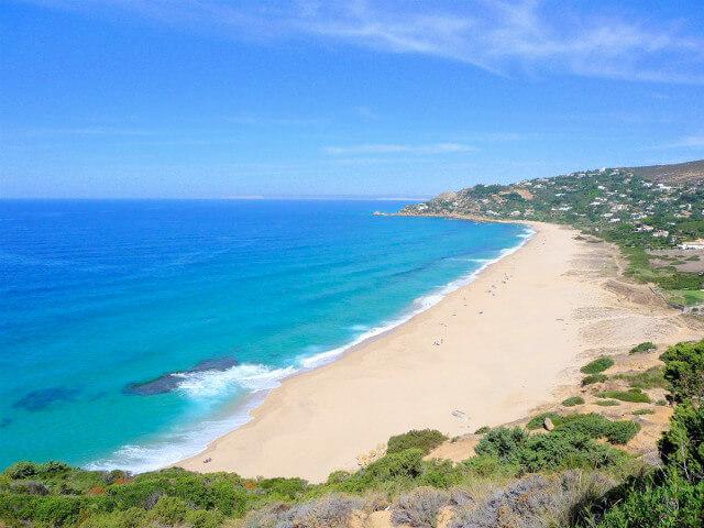 La playa Zahara de los Atunes se encuentra en el municipio de Barbate, perteneciente a la provincia de Cádiz y a la comunidad autónoma de Andalucía