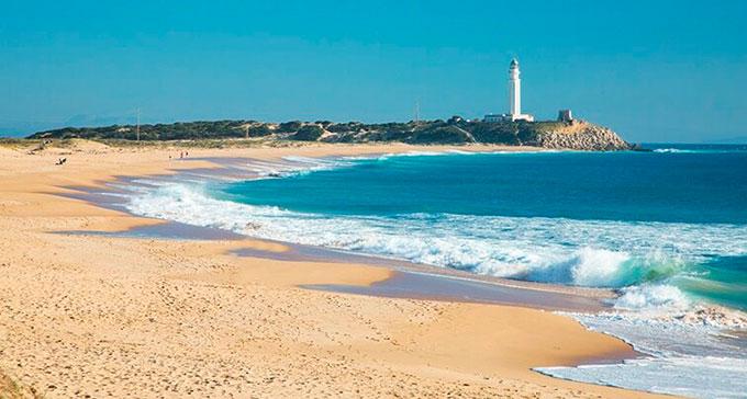 La playa Zahora se encuentra en el municipio de Barbate, perteneciente a la provincia de Cádiz y a la comunidad autónoma de Andalucía