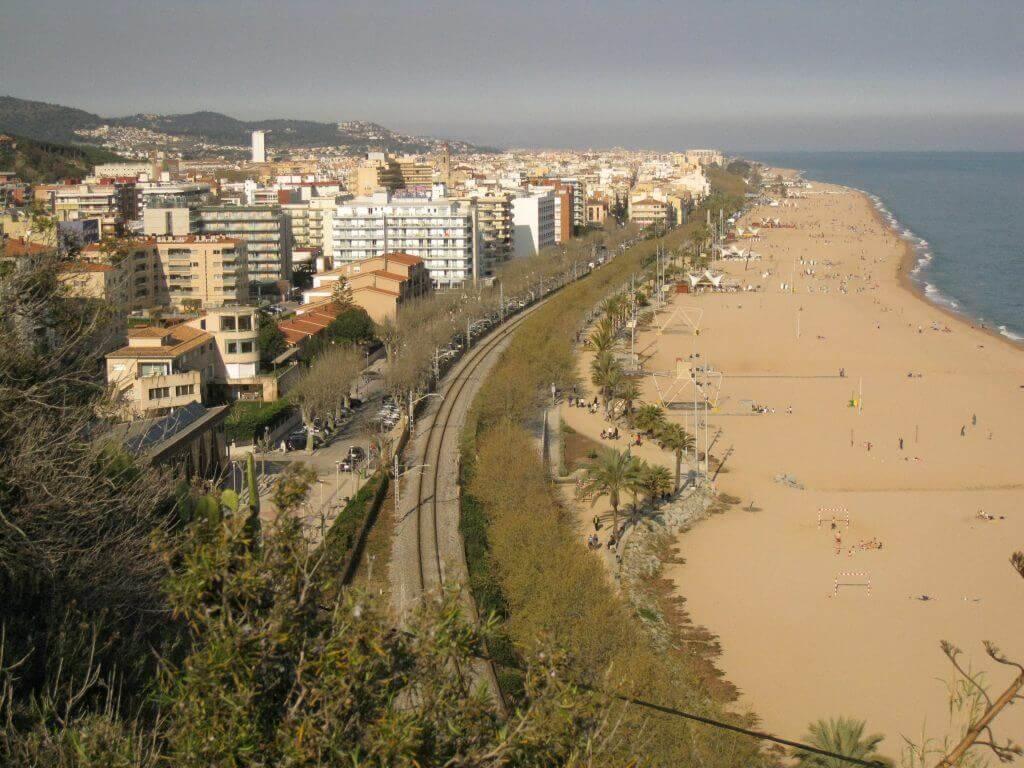 La playa Platja Gran se encuentra en el municipio de Calella, perteneciente a la provincia de Barcelona y a la comunidad autónoma de Cataluña